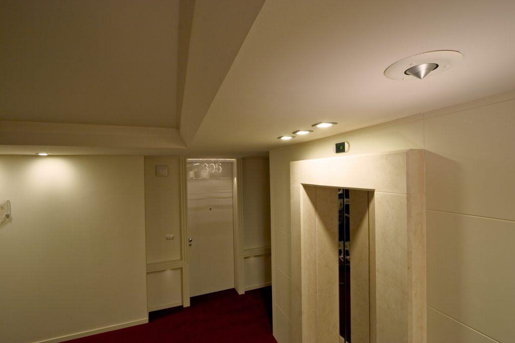 NewTec Lautsprecher Hotel Hilton Metropole CONO alto