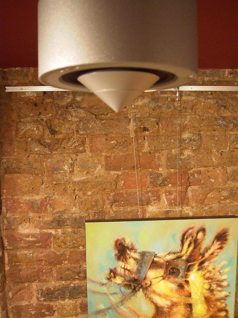 NewTec Lautsprecher London Kunstgalerie Museum