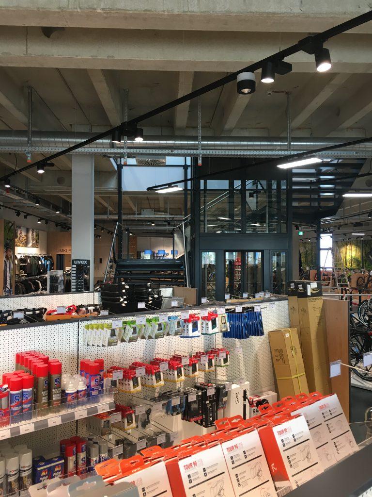 NewTec Aachener Cruiser Center Lautsprecher Subwoofer Stromschiene